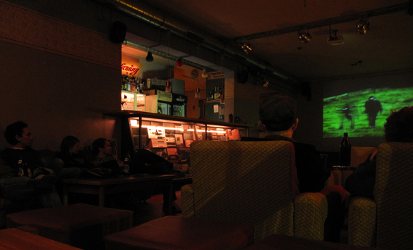 Private-Public Screening von An Island - Altes Wettbüro, Dresden