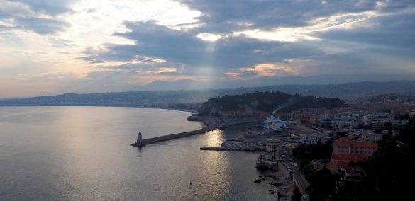 Abendspaziergang - Blick von Mont Boron auf den Hafen