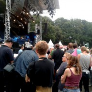 Douglas Dare schaut sich das Konzert von Tom Odell an, der auf der großen Bühne ein wenig verloren wirkte.